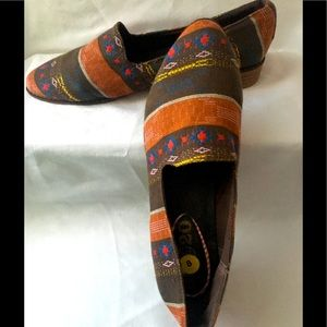 Worn Once!! 80%20 Tribal Loafer flats size 8